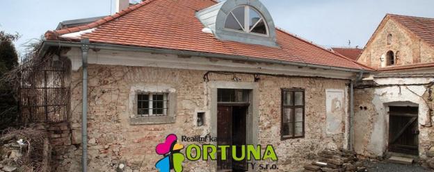 Prodej historického rodinného domu po částečné rekonstrukci - Pyšely